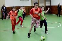Ve zdravém těle zdravý duch. Turnaj v míčových hrách na ZŠ Cyrilometodějská v Třebíči.