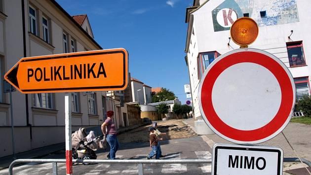 Ulice Sokolská v Moravských Budějovicích prochází rekonstrukcí.