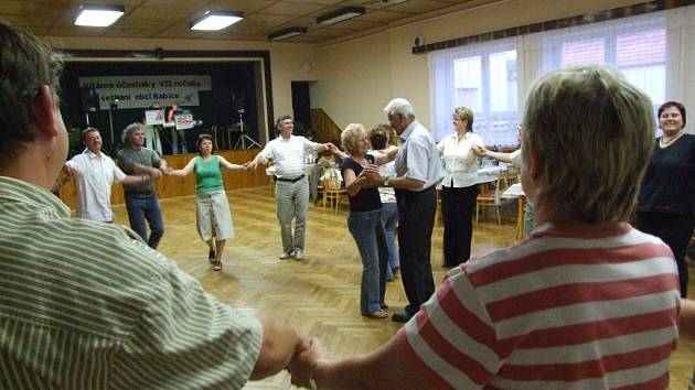 Radost ze setkání a dobrá nálada v sobotu spojoval účastníky srazu Babičáků.