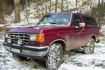 Ford Bronco 1988. Jízda s ním je zážitek, ostatně jako každá jízda s americkým autem této velikosti.