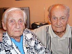MANŽELÉ LIBUŠE A JOSEF JOSIFOVI Z TŘEBÍČE. Sňatek uzavřeli 2. února v roce 1940. Vychovali spolu tři děti, dnes mají pět vnoučat a čtrnáct pravnoučat.