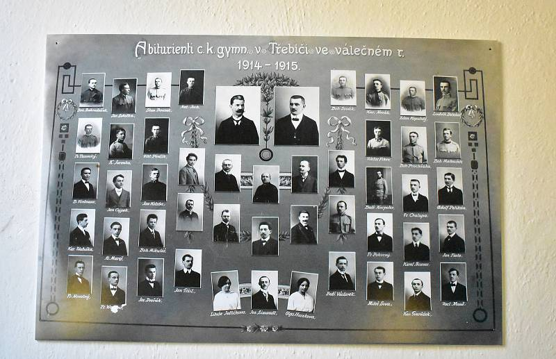 Absolventi válečného roku 1915. Zcela dole čtvrtý zprava je Bedřich Václavek, později umučený nacisty.