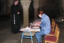 Při třebíčské noci kostelů jste mohli potkat mnichy, svaté i čerty.