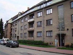 S odkupem bytů v ulici Husova za odhadní ceny nájemníci nesouhlasili. Zastupitelé tak prodej odložili.