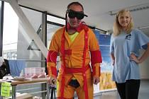 Speciální oblek, pomocí nějž si návštěvníci mohli vyzkoušet pohyblivost lidí v seniorském věku, byla jednou z atrakcí Dne otevřených dveří v Nemocnici Třebíč.
