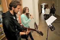 Třebíčský operní festival začal v pátek tradiční Hudbou v ulicích. Hudebníci rozezněli třebíčské náměstí a přilehlé prostory.