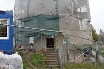 Oprava větrného mlýna na Kanciborku. První návštěvníci by do něj mohli nahlédnout příští rok