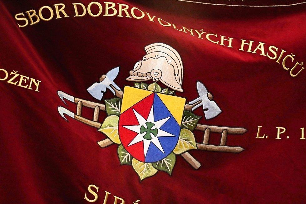 Znak obce Sirákov.