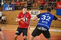 Házenkářům Nového Veselí (v červených dresech) i jejich dnešnímu protivníkovi ze Zubří se start do nového extraligového ročníku podařil na výbornou.