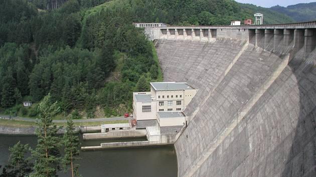 Vírská nádrž na řece Svratce.