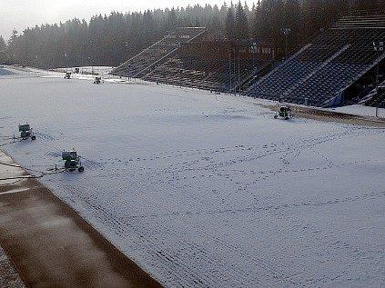 Vysočina Arena se uzavřela pro veřejnost. Důvodem je zasněžování stadionu a okolních tratí.