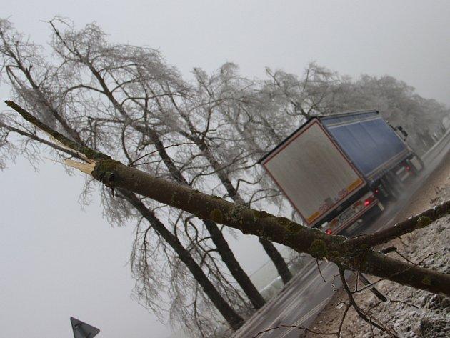 Námraza a ledovka komplikovala dopravu na Vysočině i ve středu.