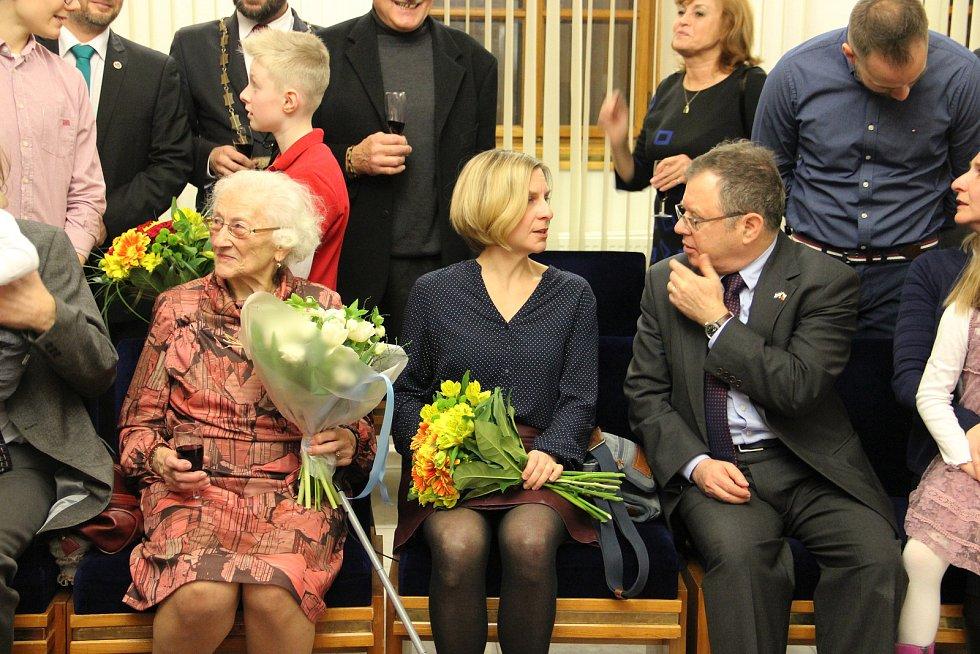 Ze slavnostního udělení čestného občanství Žďáru Jaroslavě Doležalové.
