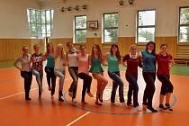 Nejen pedagogický sbor, ale zejména studenti se zapojili do nácviku představení na slavnostní akademii.