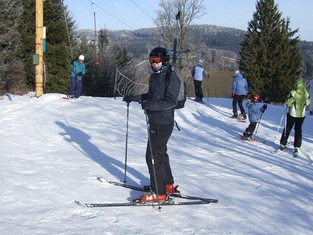 V Novém Jimramomvě jako by teprve o víkendu začala sezona. Přijelo si zasportovat mnohem více lidí než před Vánoci.