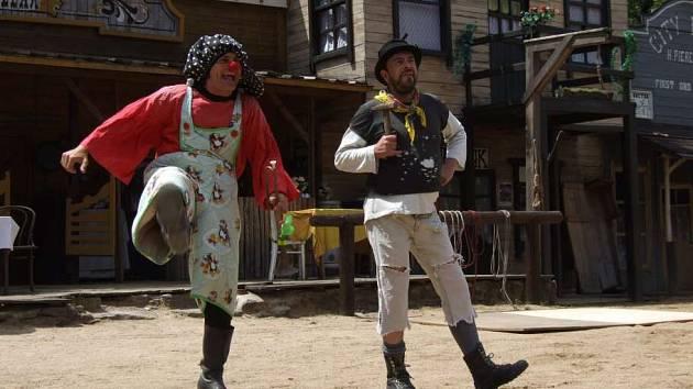 Zahájení nové sezony ve Westernovém městečku v Šiklově mlýně si o víkendu nenechaly ujít stovky zvědavců.
