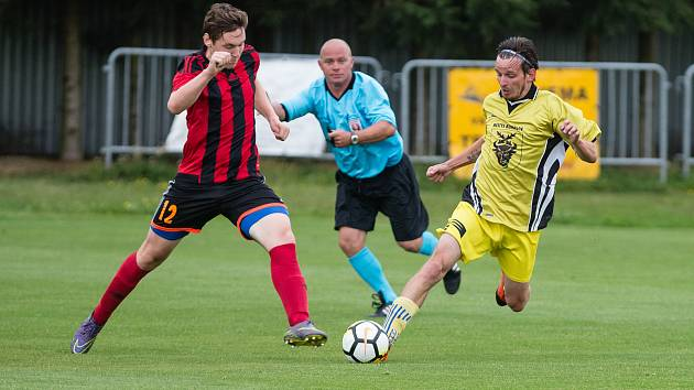 Hráči Bohdalova (ve žlutém) dál čekají na premiérový bod v sezoně. Foto: Deník/Jaroslav Loskot