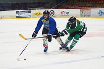 Magnetem 4. kola VHL bylo opakování loňského finále mezi hráči Vatína (v modro-šedých dresech) a Bohdalce (v zeleném).