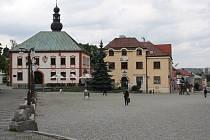 O průběhu rekonstrukce náměstí Republiky ve Žďáře budou radní mluvit s podnikateli, kteří v centru sídlí. Práce mají být hotovy do dubna 2015.