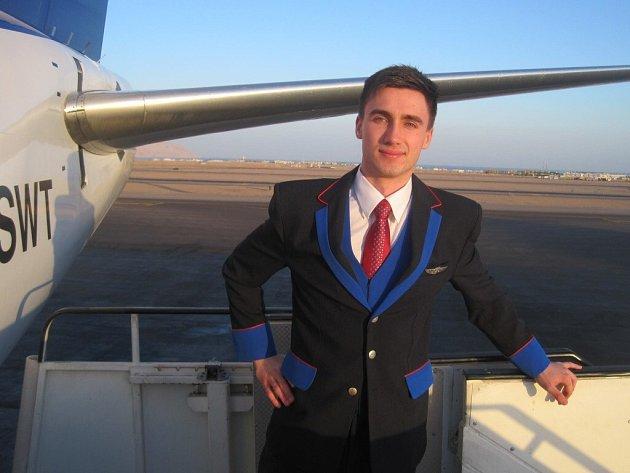 Ve slušivé uniformě absolvuje v létě Patrik Chrást více než třicet letů za měsíc.
