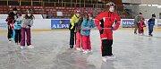 Kurz bruslení absolvují v zimním stadionu ve Žďáře nad Sázavou žáci ze Základní školy Vojnův Městec.