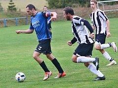 Fotbalisté Herálce (v modrém), vedoucí celek tabulky I. A třídy – skupiny B, se v neděli představí v okresním derby na hřišti nováčka z Moravce.