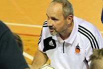 Trenér Petr Šilhart musel na své hráče ve Valašském Meziříčí několikrát zvýšit hlas. Žďárští se probrali až v poslední čtvrtině a zlomili odpor soupeře i do odvety.