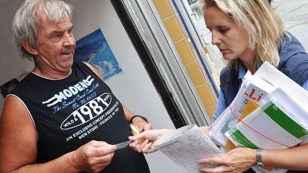 Že se někdy listonošky mění na pojišťovací agentky, s tím mají zkušenost lidé nejen na Vysočině.
