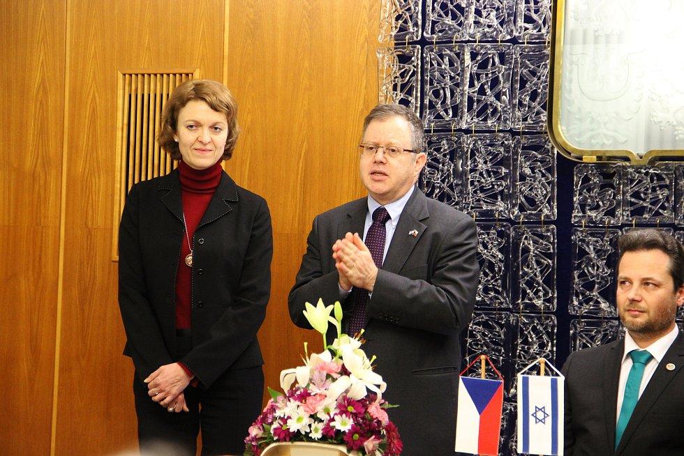 Jaroslavě Doležalové za její čin poděkoval i Daniel Meron, izraelský velvyslanec v České republice.
