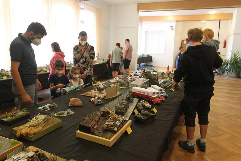 Zájem o výstavu měly často vedle mužů i ženy a děti.