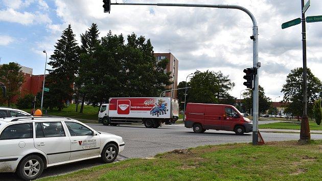 Nové semafory ve Žďáře budí rozpaky. Zkušební provoz potrvá až do září