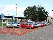 Parkovací plocha na pozemku Správy železniční a dopravní cesty (SŽDC) se po rekonstrukci změnila na služební.