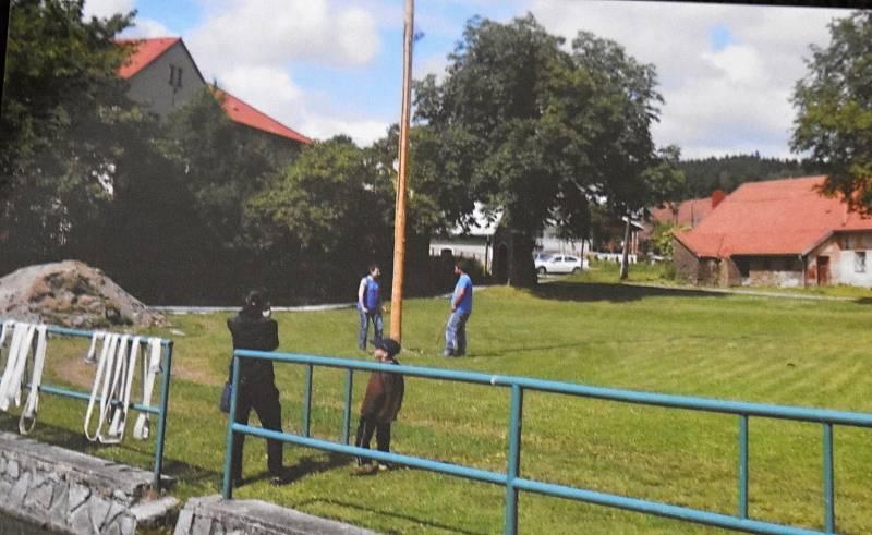 Místo, kde má kaple stát, sloužila ke konání akcí.