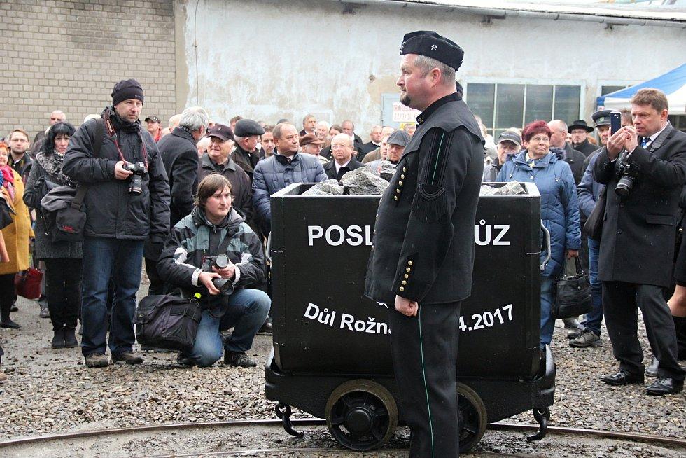 Poslední vozík uranové rudy byl z dolu Rožná 1 u Dolní Rožínky vyvezen z hlubin na povrch 27. dubna 2017.