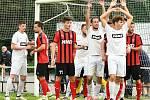 V dalším přípravném utkání si divizní fotbalisté Žďáru nad Sázavou (v bílém) poradili s jihomoravskými Boskovicemi.