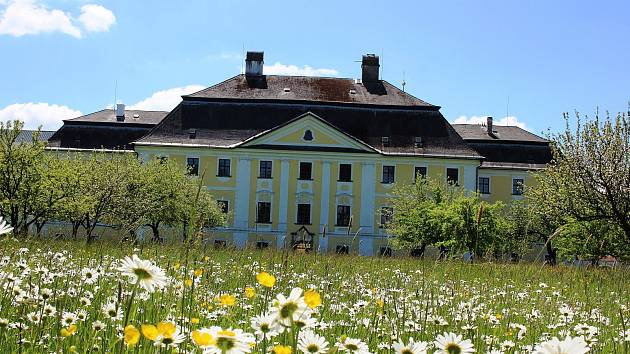 Dny otevřených zahrad v Zámku Žďár nad Sázavou se letos uskuteční o posledním květnovém víkendu. V sobotu i neděli vždy od  10 do 18 hodin.
