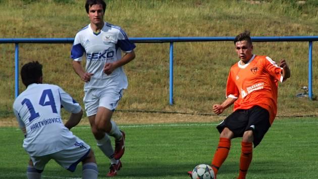 Fotbalisté Štěpánova (v oranžovém) si díky sobotní výhře 3:2 nad Velkým Beranovem zajistili setrvání v krajské I. B třídě také pro příští ročník.