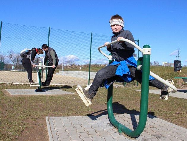 Teplého dne, kdy pondělní odpolední teploty stoupaly na Žďársku ke čtrnácti stupňům Celsia, využila řada rodin ke sportovním aktivitám.