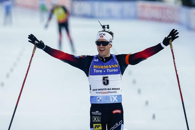 Tarjei Boe vítěz stíhacího závodu mužů na 12,5 km.