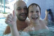 První otevírací den v novém žďárském bazénu.