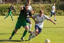 Oproti některým jejich konkurentům si fotbalisté Počítek (v zelenočerných dresech) dali se společnými tréninky nějakou dobu načas.