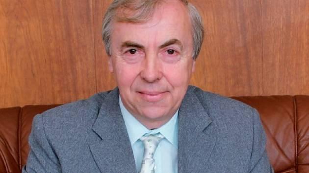 Pavel Kříž, předseda Dřevozpracujícího družstva Lukavec, společnost vede pět let. Zaměstnán je tam od roku 1980. Jeho hlavním cílem je udržet zaměstnanost a investovat do rozvoje firmy a zvyšovat tak životní úroveň Lukavce a okolí.
