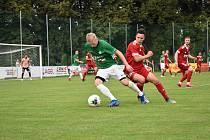Třikrát za sebou se fotbalisté Velkého Meziříčí (v červeném) v MSFL představili na stadionech soupeřů. Výsledek? Tři porážky při celkovém skóre 0:5.