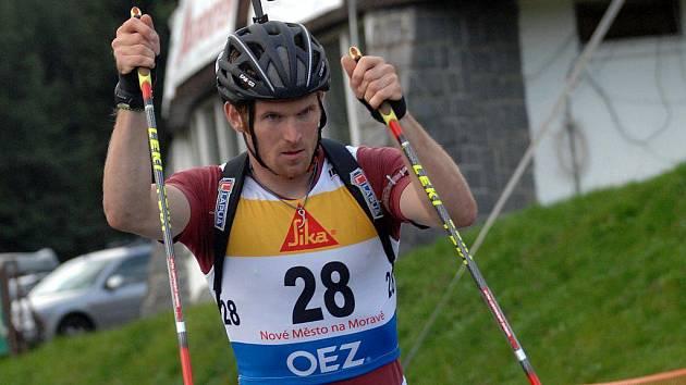 Michal Šlesingr se stal v kvalitní mužské konkurenci největší postavou druhého dílu IBU Cupu na kolečkových bruslích.