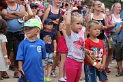 Akce, jež má ambice stát se největším rodinným festivalem u nás, přilákala davy lidí. Pro děti i dospělé zazpívala řada hvězd, připraven byl i pestrý doprovodný program.
