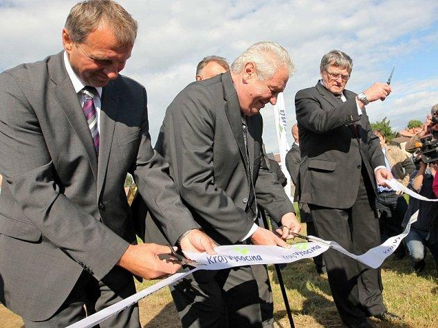 Prezident Miloš Zeman otevřel novou naučnou stezku v Novém Veselí.