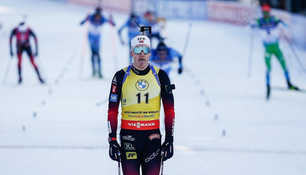 Thingnes Johannes Boe po dojezdu na druhém místě stíhacího závodu mužů na 12,5 km.