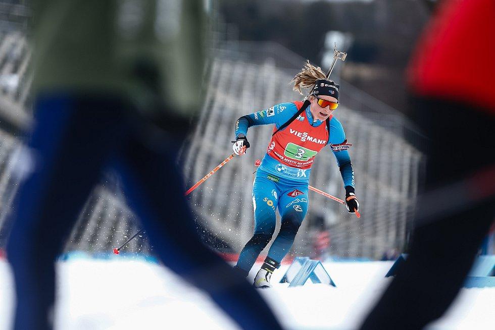 Justine Braisaz-Bouchetová v závodu Světového poháru v biatlonu ve smíšené štafetě.