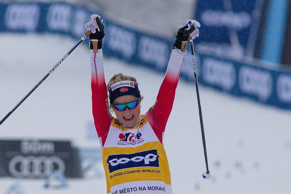 Vítězka Therese Johaugová stíhacím závodě žen na 10 km klasicky v rámci Světového poháru v běhu na lyžích.