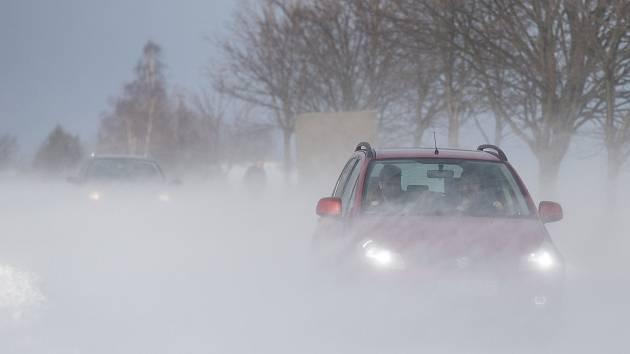 Sněhové jazyky na silnici I/38 mezi Havlíčkovým Brodem a Jihlavou.